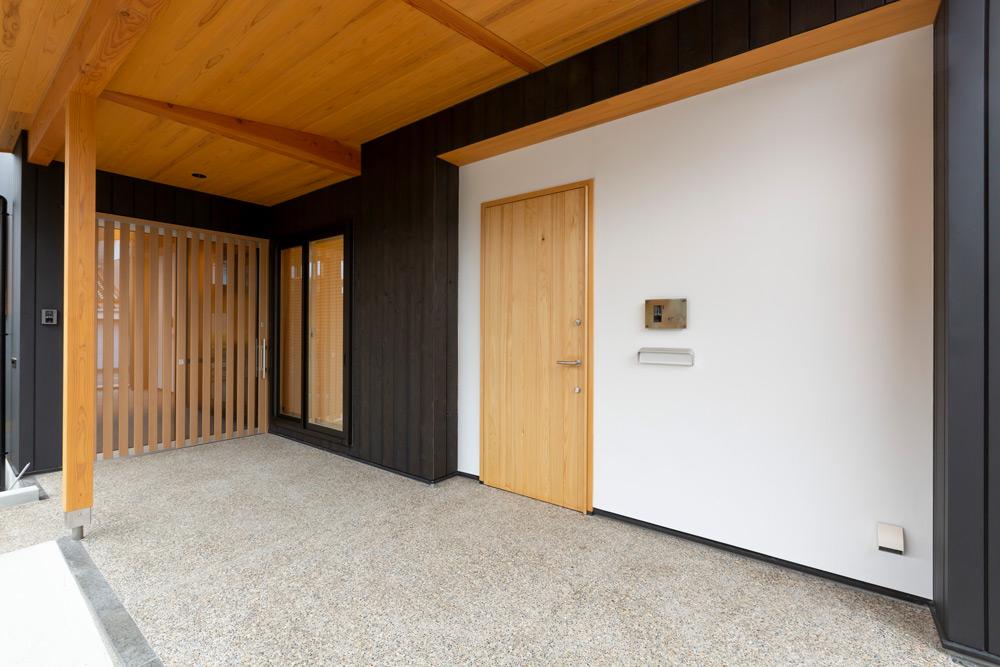 二世帯住宅玄関