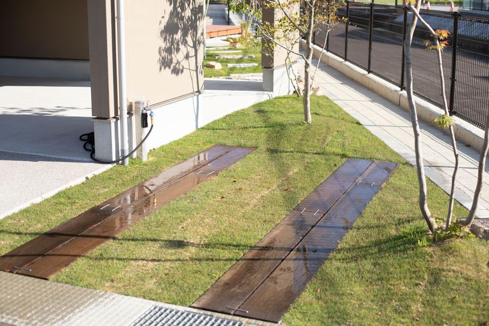 枕木の駐車スペース