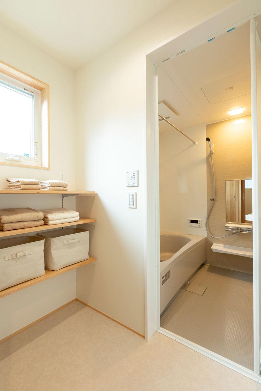 脱衣室、浴室