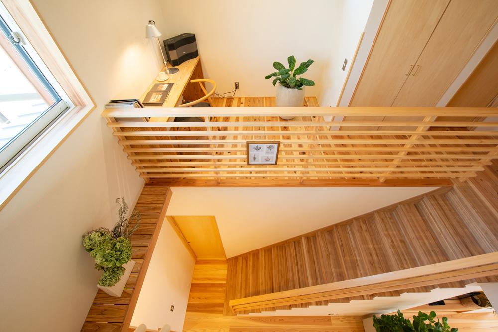 階段吹抜から見下ろすLDK