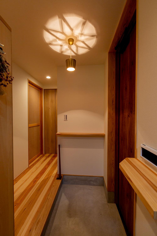 フタガミのペンダントランプ星影のある玄関